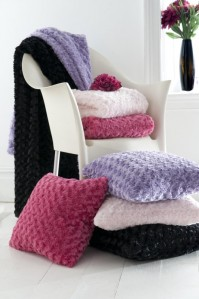 Curly Fur Light Pink Throw