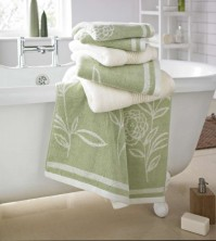 Ellie Jacquard Green Bath Towel